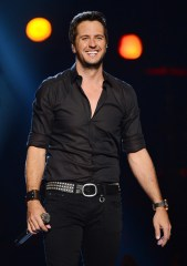 Luke Bryan height and weight 2017