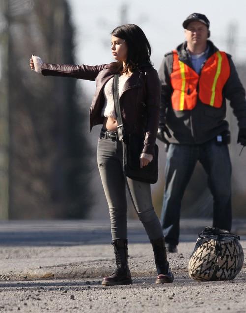 Selena Gomez Pregnant With Zedds Baby Still In Love