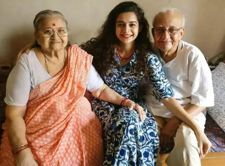 Mithila Palkar with her grand parents - Family Members Information of Mithila Palkar - celebinfo.wiki - images.webp