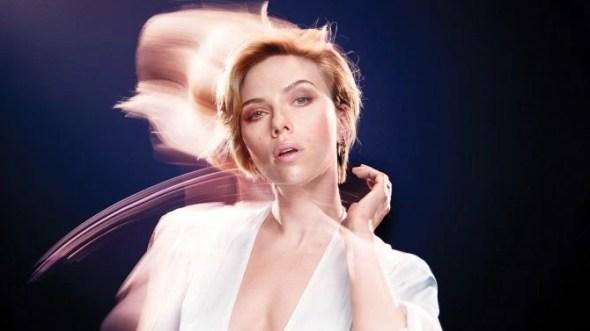 Scarlett Johansson: Il ` il modo le nostre funzioni di governo è molto arcaico
