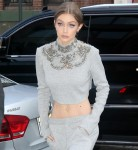 Sweatsuit di LaPointe di battuta del cashmere di Gigi Hadid $4100: favoloso o aria viziata?