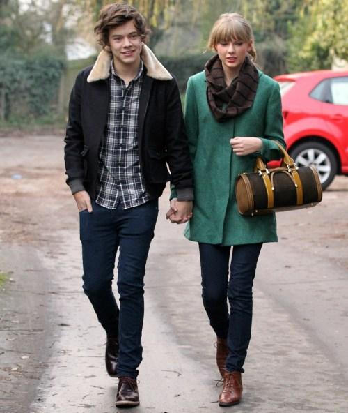 Gli stili di Harry hanno scritto alcune canzoni della cieco voce circa Taylor rapido?