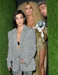 Khloe Kardashian e Kourtney Kardashian lasciano il 75 ° compleanno di Diana Ross a Warwick