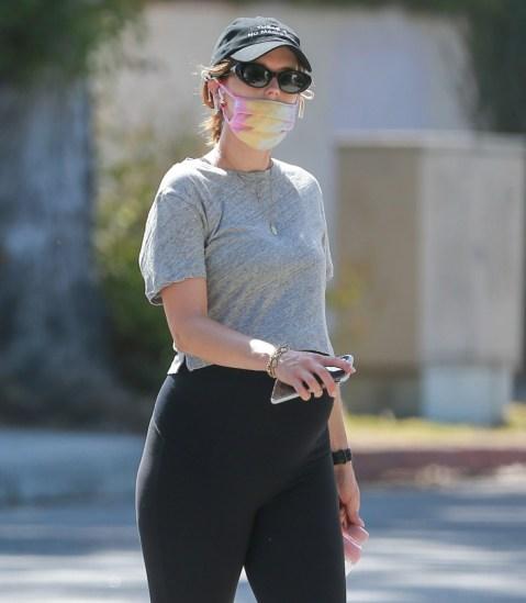 Martedì Katherine Schwarzenegger Pratt ha mostrato il suo pancione in crescita mentre passeggiava a Brentwood