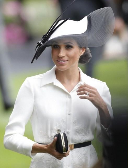 La duchessa del Sussex visita la cucina della comunità Hubb