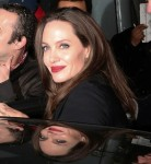 Angelina Jolie se ne va dopo un seminario sulla violenza sessuale al BFI di Londra