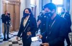Il vicepresidente eletto degli Stati Uniti Il senatore degli Stati Uniti Kamala Harris (Democratico della California) arriva per un voto al Campidoglio degli Stati Uniti.
