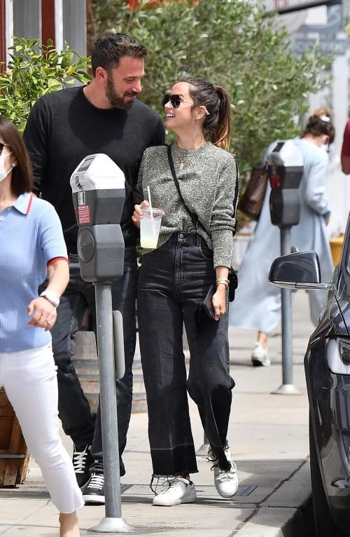 Ben Affleck e Ana de Armas escono a pranzo insieme al Brentwood Country Mart