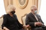 Il principe Carlo e Camilla Parker Bowles visitano Atene mentre la Grecia celebra i 200 anni di indipendenza