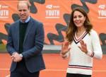 Il principe William, duca di Cambridge (L) e la duchessa britannica Catherine
