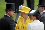 Royal Ascot, Ritratto di TRH Prince Harry, il Duca di Sussex e TRH Meghan la Duchessa del Sussex davanti a Sua Altezza Reale la Regina Elisabetta II