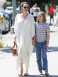 Angelina Jolie va a fare shopping con sua figlia Vivienne