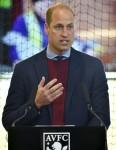 Il principe britannico William, il duca di Cambridge, svela una targa, durante una visita all'Aston Villa