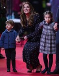 La famiglia Cambridge partecipa a una speciale performance di pantomima natalizia al Palladium Theatre di Londra