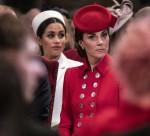 La duchessa di Cambridge siede vicino alla duchessa del Sussex mentre frequentano il West