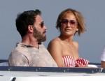 Jennifer Lopez nella foto con il fidanzato Ben Affleck a Nerano