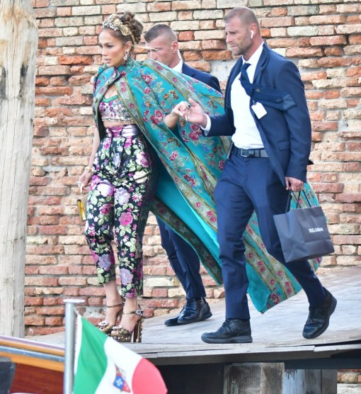 Jennifer Lopez stordisce in pompa magna all'evento Dolce & Gabbana a Venezia, Italia