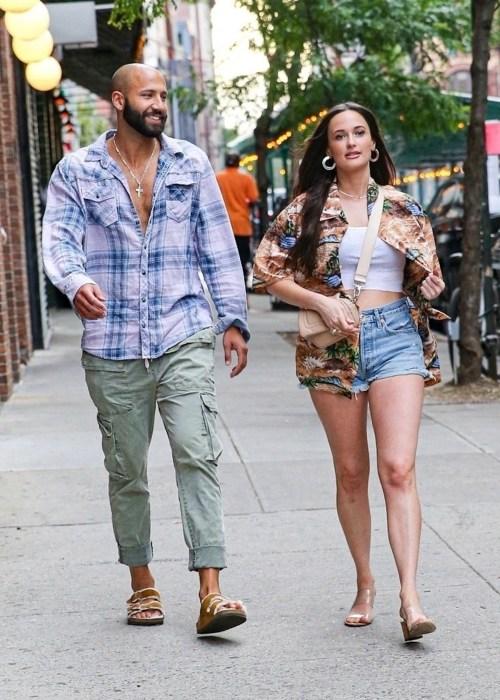 Kacey Musgraves e il fidanzato Cole Shafer escono a cena a New York!
