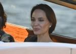 L'attrice americana Angelina Jolie avvistata nella città dell'amore e si dirige verso un ristorante tramite un taxi boat a Venezia.
