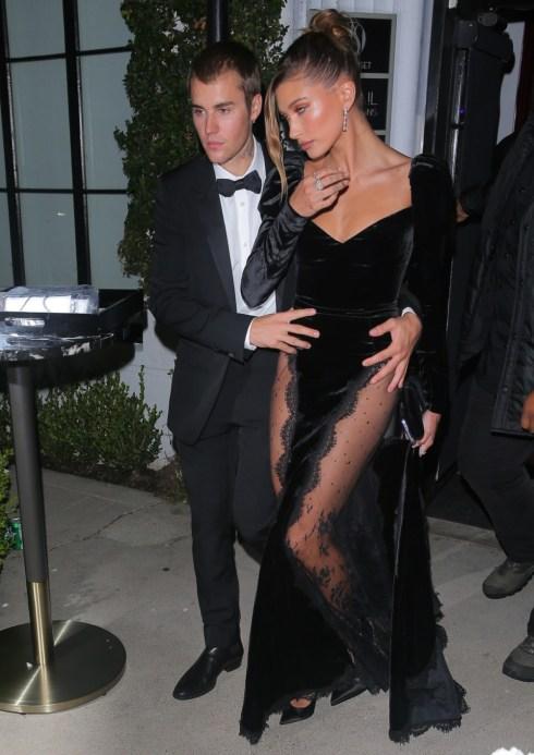 Justin e Hailey Bieber sembrano eleganti lasciando un'asta di una galleria d'arte a West Hollywood