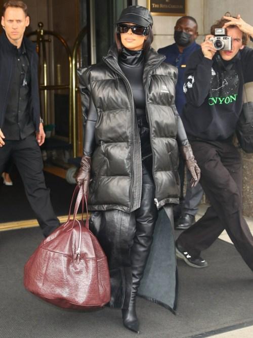 Kim Kardashian esce per le prove di SNL questa mattina a New York