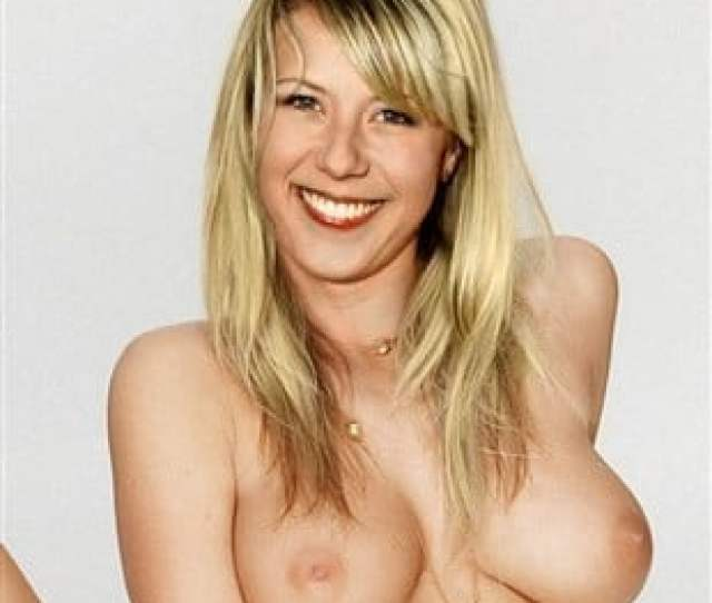 Jodie Sweetin Poses Completely Nude