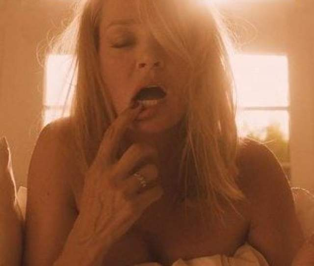 Uma Thurman And Maggie Qs Nude Lesbian Sex Scene From The Con