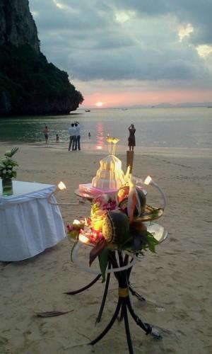 wedding cake phuket thailand beach