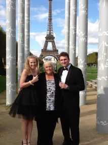 Eiffel Tower Peace Wall 1 e1539087518240