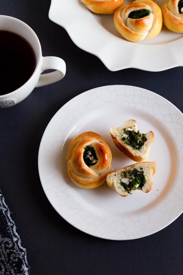 Spinach  bread rolls