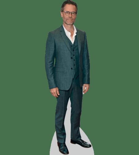 Guy Pearce (Suit)