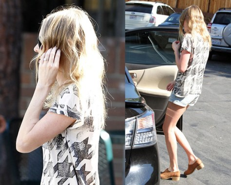 Kate Bosworth wearing a Current/Elliott The Crewneck Printed Feather Tee