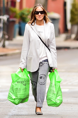Sarah Jessica Parker grocery shopping in NYC in a pair of Lauren Moshi Happy X Face Nora Track Pants - April 27, 2015