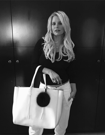 Jessica Simpson wears a pair of Chloé Relaxed Light Cady Trousers on Instagram.