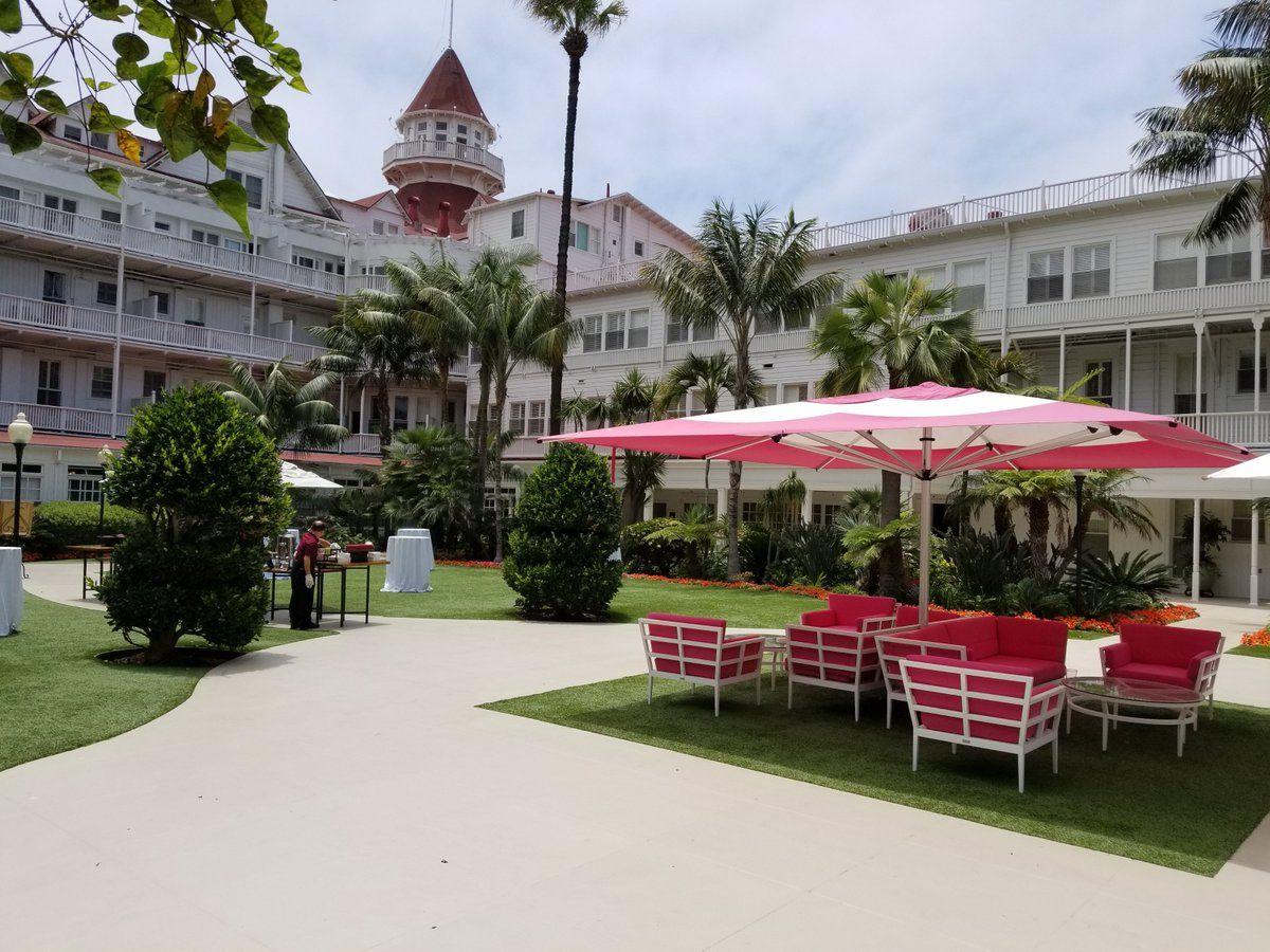 hotel del coronado with celebrity greens artificial grass installation