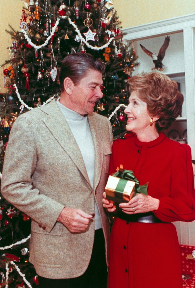 Celebrity Homes Christmas At White House Through The