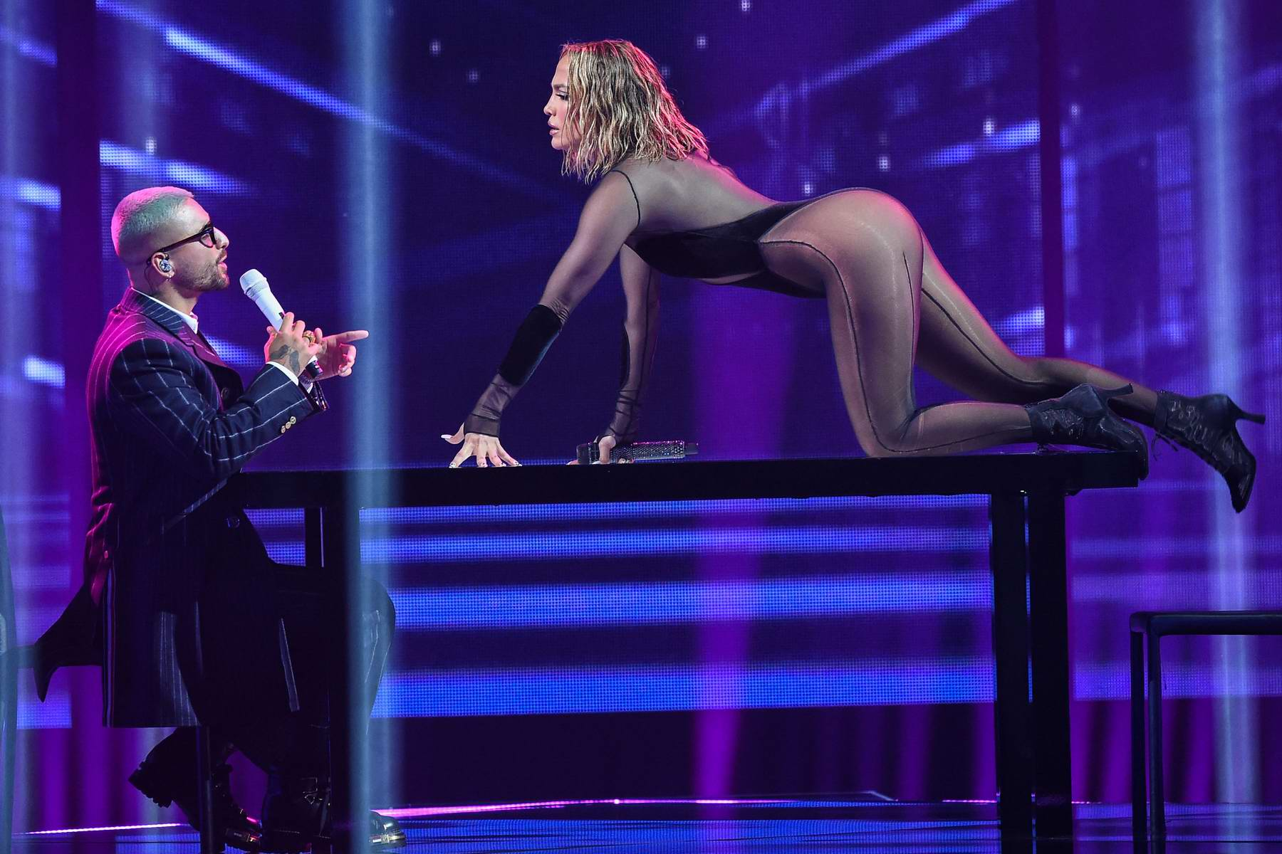 Jennifer Lopez Performs With Maluma At The American