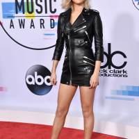 Selena Gomez First Time Blonde Hair Stills at American Music Awards 2017 in Los Angeles