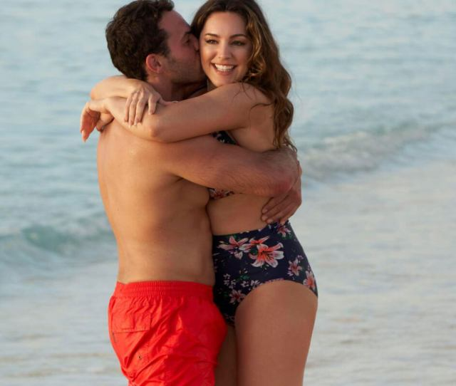 Kelly Brook Stills In Bikini And Jeremy Parisi At A Beach In Antigua 2018 02