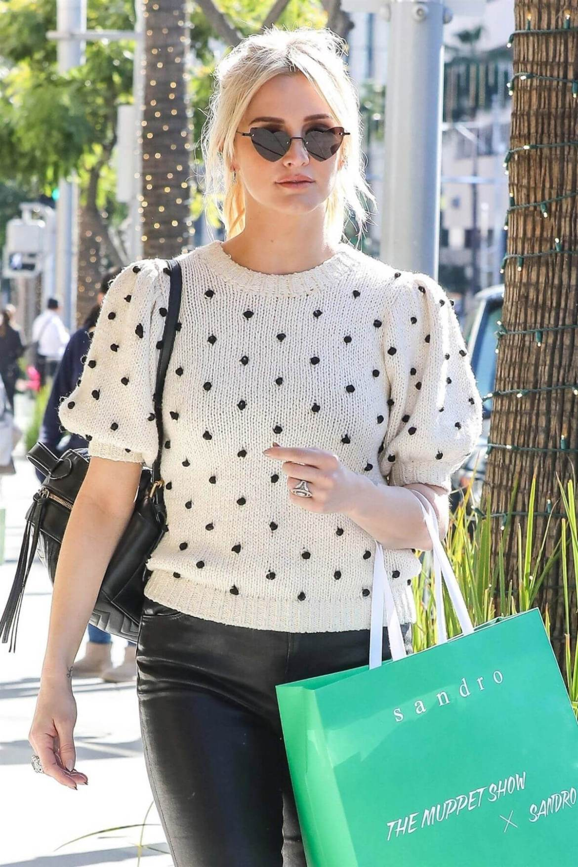 Ashlee Simpson Out Shopping in Beverly Hills 2018/12/11