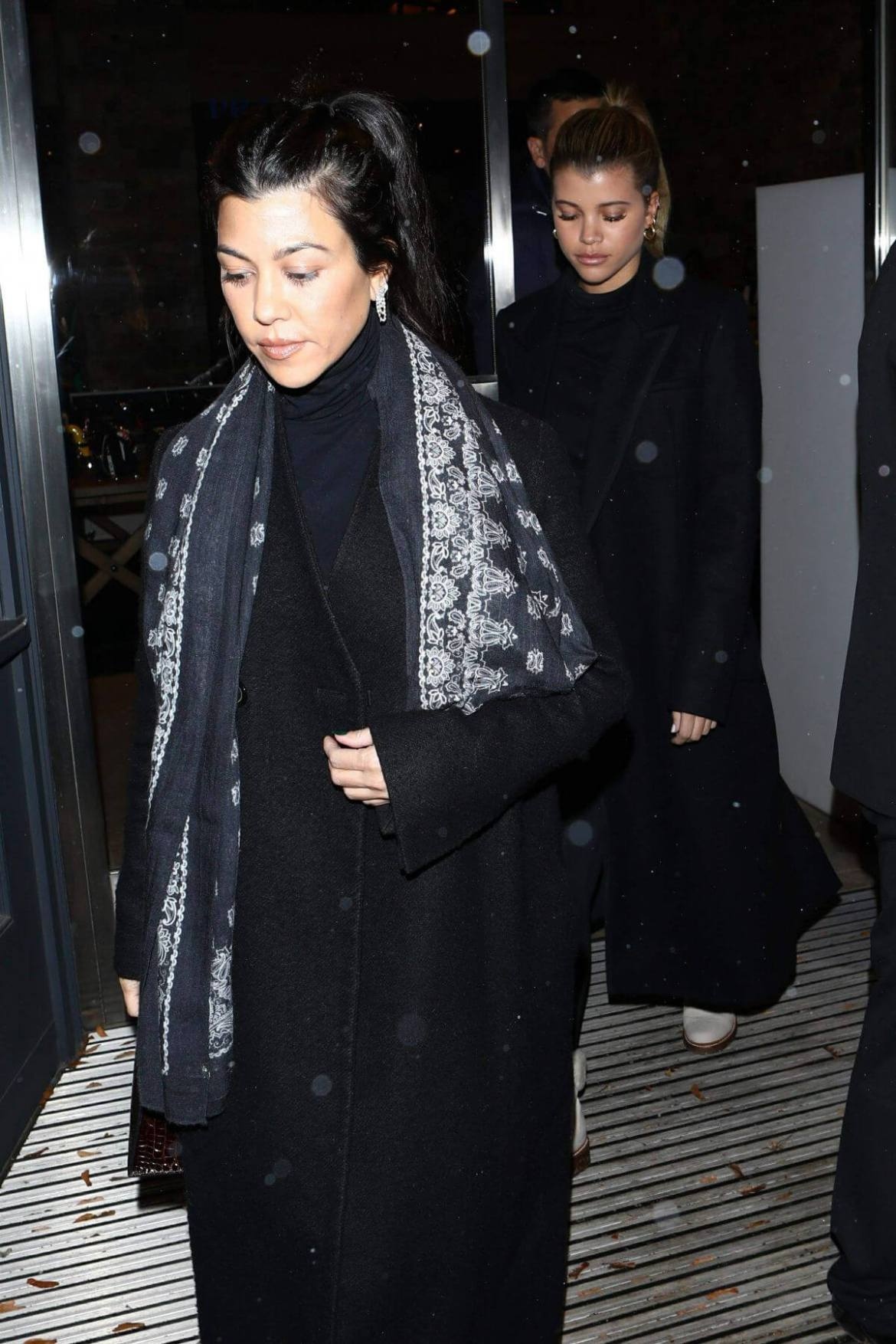 Kim and Kourtney Kardashian, Kendall Jenner and Sofia Richie Out Shopping in Aspen 2018/12/28