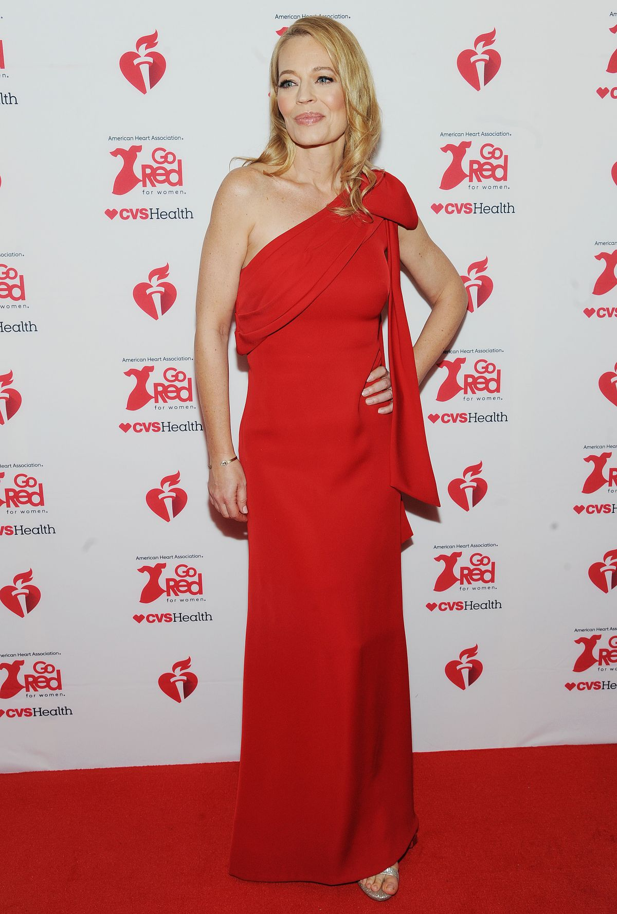 Jeri Ryan At American Red Heart Association S Go Red For