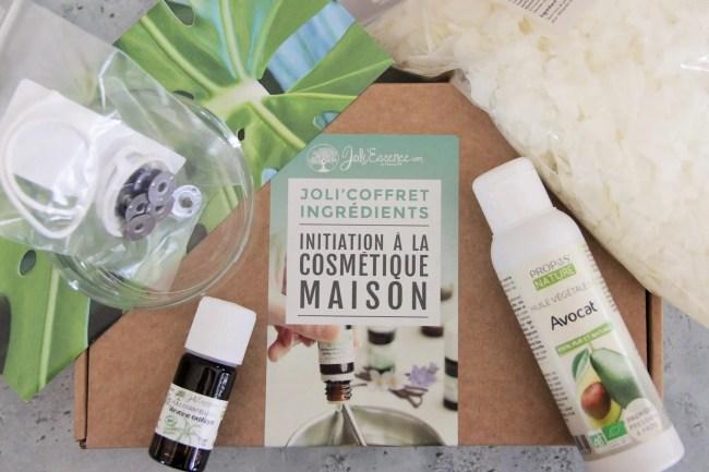 Apprenez à réaliser une bougie parfumée maison grâce au coffre de Joli'Essence spécial bougies (DIY)