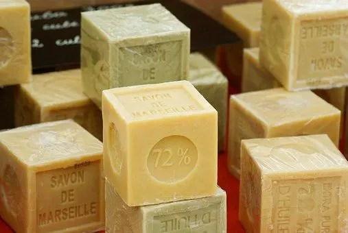 Comment bien choisir son savon de Marseille pour faire de la lessive écologique naturelle?