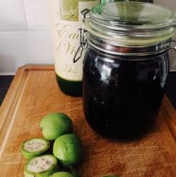 """La recette traditionnelle du vin de noix: apéritif artisanal """"maison"""""""