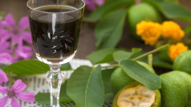 Vin de noix: recette artisanale facile
