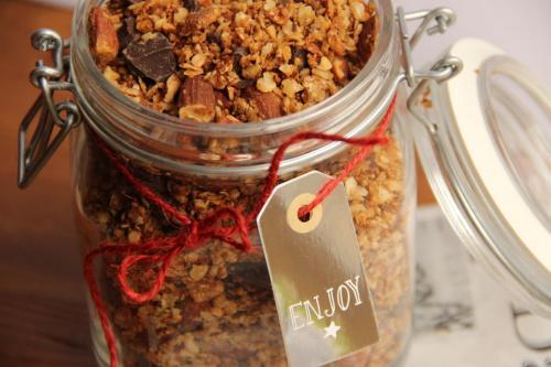 Comment préparer du granola maison? Testez ma recette facile et gourmande, bien plus saine que celles du commerce.
