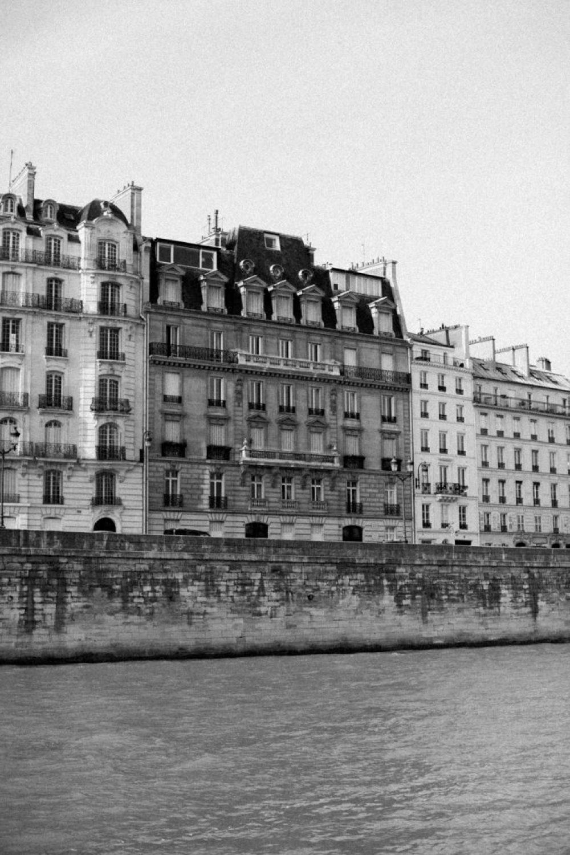 CélineChanPhotographie-Seance-Couple-Engagement-Paris-Ile-de-la-cité-10