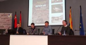 Mesa de la presentación del libro 'Partidas, calles y apodos de Binéfar (Huesca). Estudio onomástico'