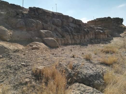Els Castellassos: vista exterior del lienzo oeste de la fortificación andalusí (foto Juan Rovira)